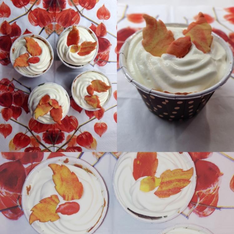 Marroni-Cupcakes mit Schlagrahm