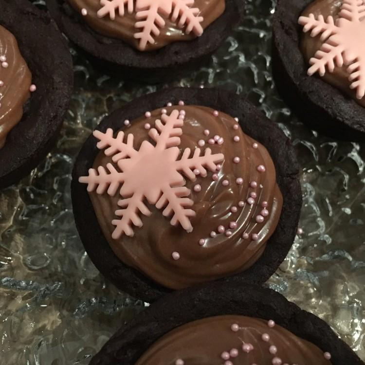 Schokoladen Cookie-Cupcakes mit Nutella-Cheesecake Füllung