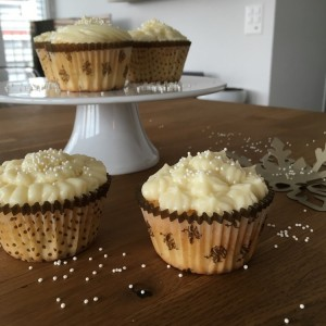 Kokosnuss-Cupcakes mit Frosting