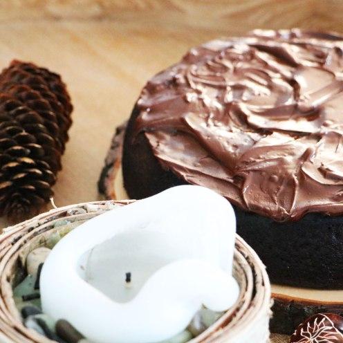 Schokoladenkuchen mit Rotwein und Gewürzen